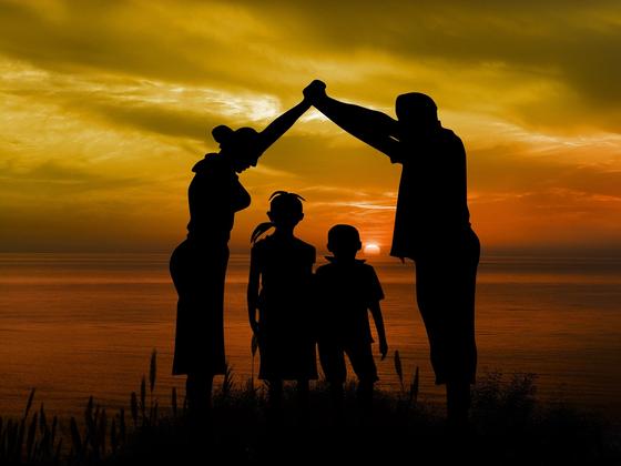 눈만 마주치면 투덕거리고, 끊임없이 잔소리를 하고, 끝없는 관심의 눈빛을 날리는 그때가 가족이 잘살고 있는 시간이다. [사진 Pixabay]