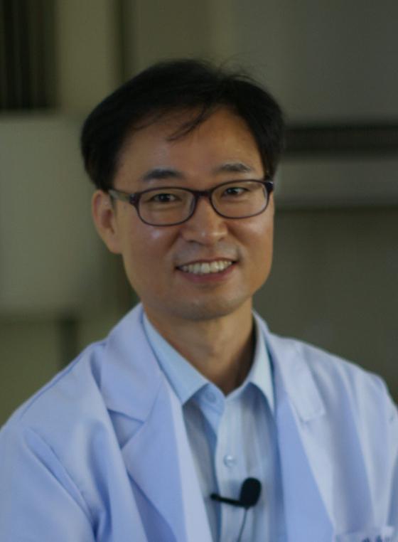한성대학교 글로벌패션학부 안영무 교수