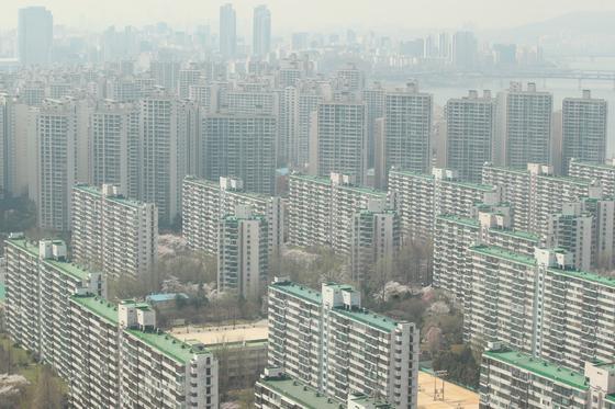 [안장원의 부동산노트]장관 아파트도 희비···김연철 짭짤했고 김현미는 울상 지었다