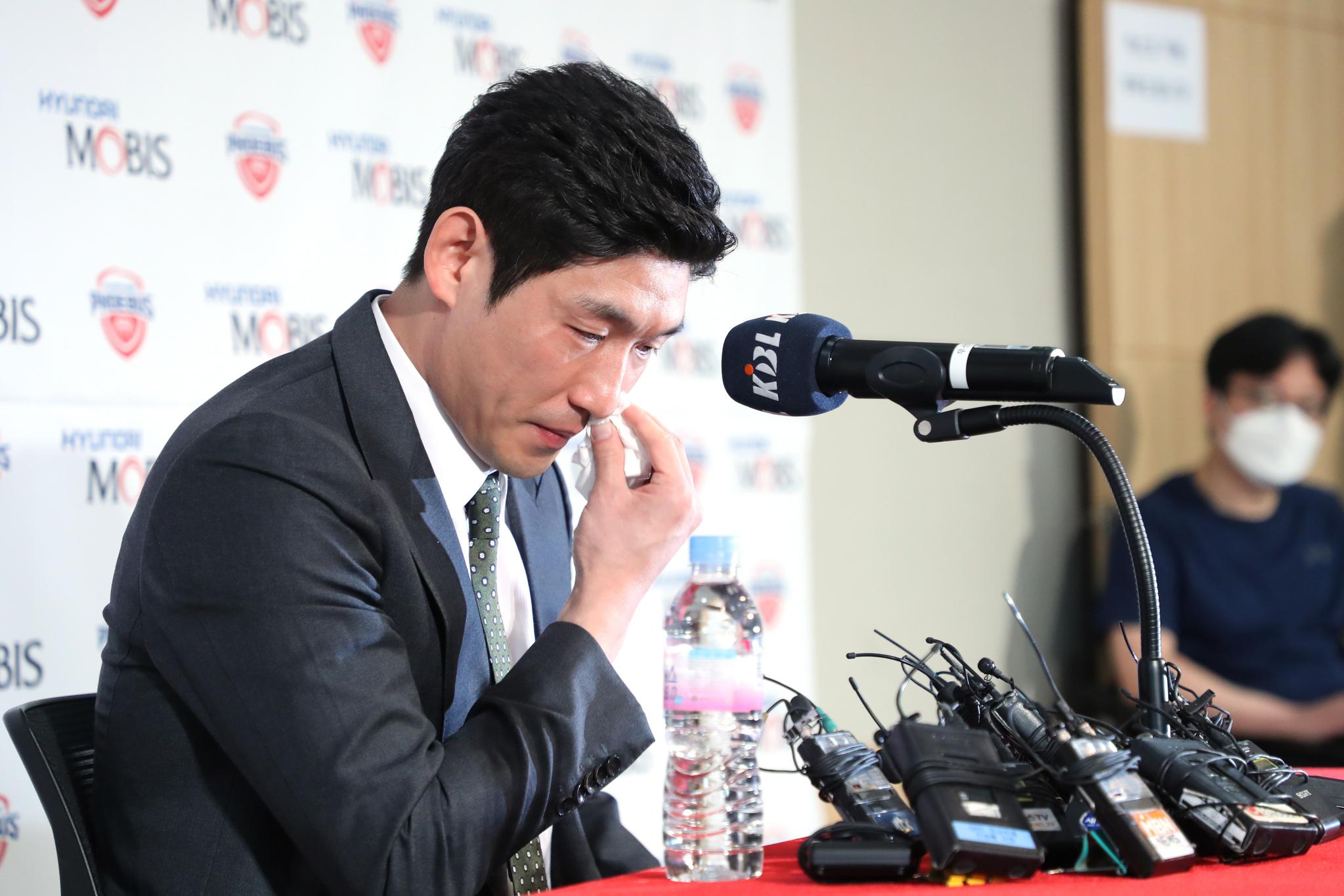 프로농구 울산 현대모비스 양동근이 1일 강남구 KBL센터에서 은퇴 기자회견을 하고 있다. [연합뉴스]