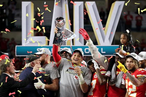 NFL이 새 시즌부터 PO 진출팀을 12팀에서 14팀으로 늘린다. 사진은 지난 시즌 수퍼볼 우승팀 캔자스 시티. [로이터=연합뉴스]