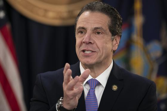 앤드루 쿠오모 뉴욕주지사는 '월세 대란'을 우려해 90일간 퇴거 유예 명령을 내렸다. [AP=연합뉴스]