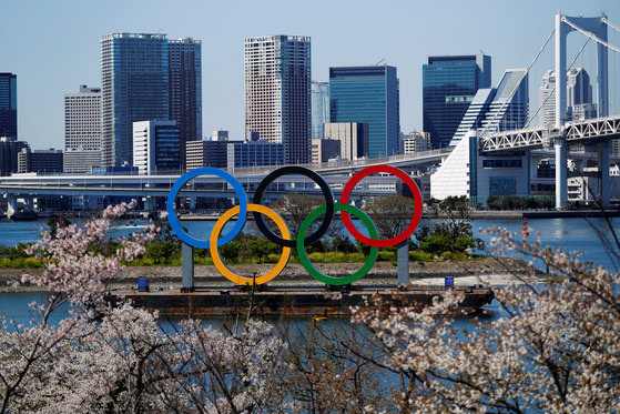도쿄올림픽 경기장이 있는 오다이바에 설치된 올림픽 마크. [로이터=연합뉴스]