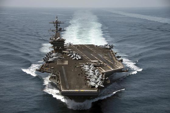 코로나 확산, 군인들 하선해야…루스벨트함 함장 경질에 논란 일파만파