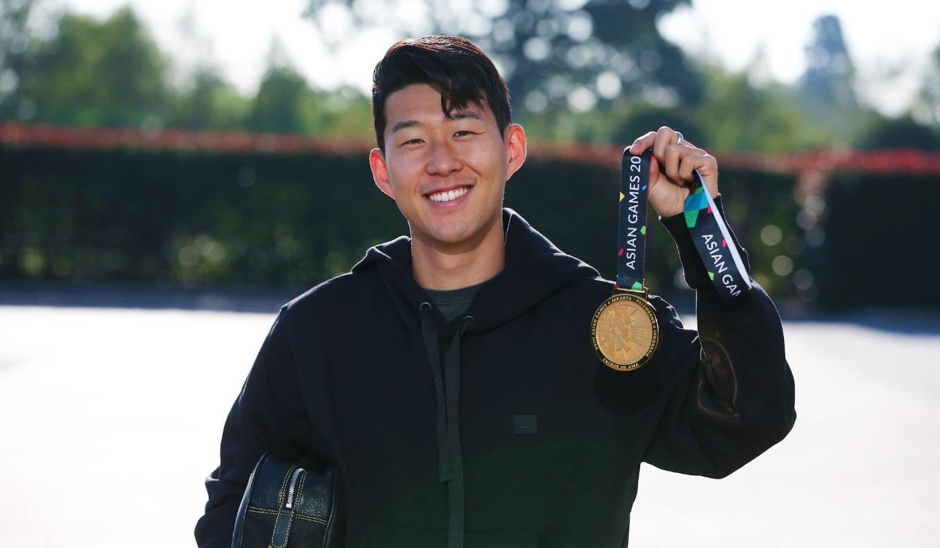 2018년 9월 아시안게임 금메달을 들고 토트넘에 복귀한 손흥민. [사진 토트넘 페이스북]