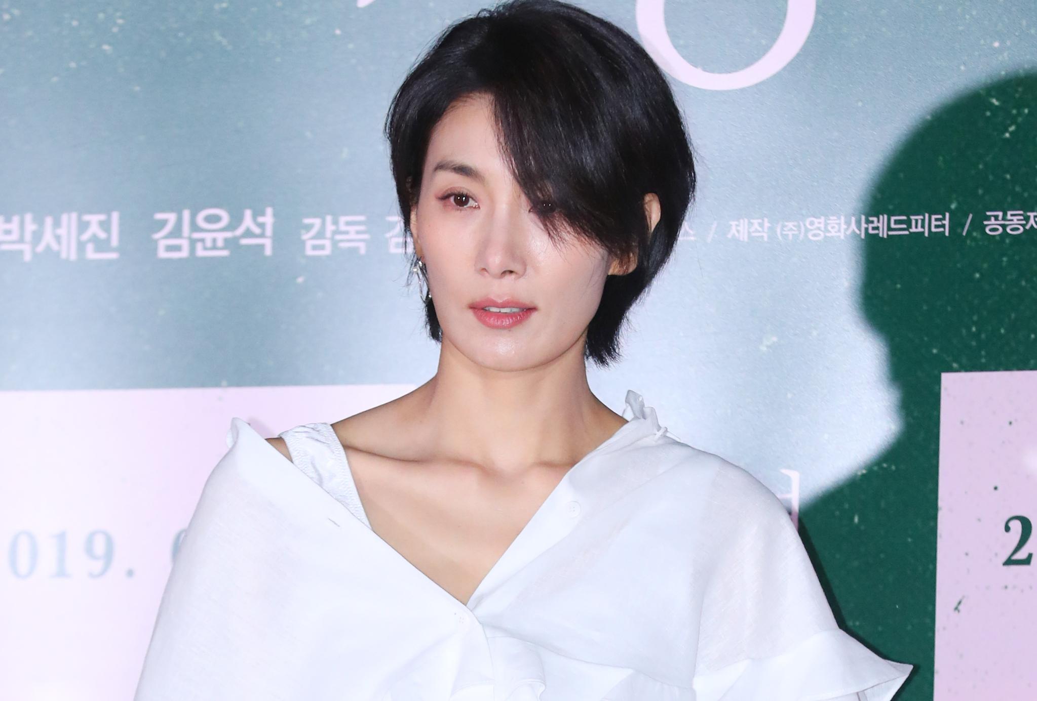 """배우 김서형 측 """"특정 정당이 초상권 무단사용…책임 묻겠다"""""""