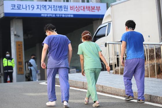 근무를 마친 대구동산병원 의료진들. [뉴스1]