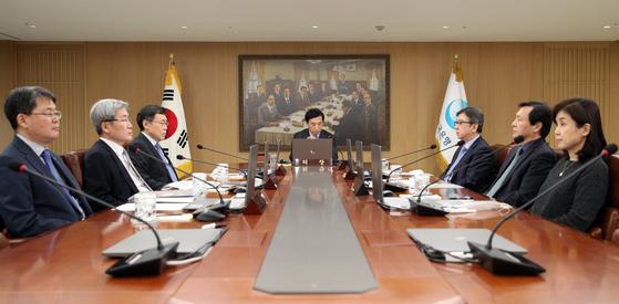 이주열 한국은행 총재가 3월 16일 서울 중구 한국은행에서 열린 금융통화위원회를 주재하고 있다. 한국은행 제공