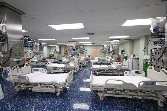 미국 해군의 병원선 컴포트함의 내부 병실 모습. [사진 위키피디아]