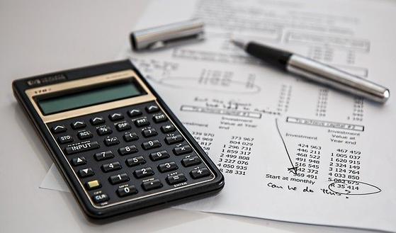 돈과 관련하여 코로나가 던지는 수많은 질문 중에서 두 가지를 나누고 싶다. 당신 삶에서 최소한의 소비생활 수준은 어디까지인가? 잃지 말아야 할 소중한 것이 무엇인가? [사진 pixabay]