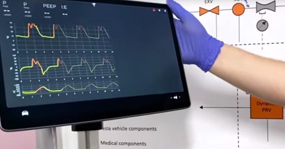 테슬라가 자체개발한 인공호흡기 견본 시연 과정. 테슬라 유튜브 캡처