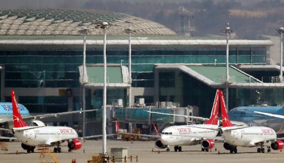 이스타 결국 300여명 인력감축···항공사 정리해고 신호탄