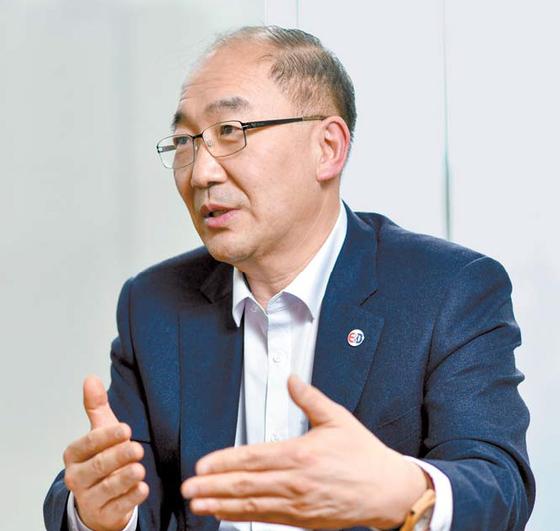 이민섭 대표는 코로나19의 재유행에 대비한 유전체 연구의 중요성을 강조했다. 김동하 객원기자