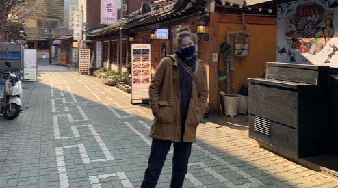 마스크를 착용하고 있는 마거릿 콤튼(20). 마거릿 제공