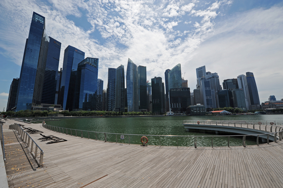 싱가포르 마리나베이의 금융지구. 싱가포르 정부는 신종 코로나 확산을 막기 위해 재택근무와 온라인 학습 등을 전면적으로 시행할 예정이라고 밝혔다. [신화통신=연합뉴스]