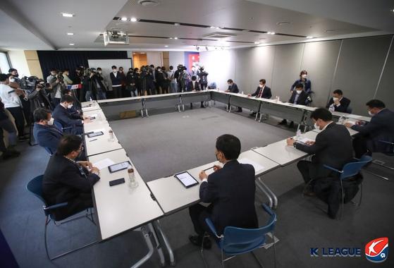 K리그 개막이 무기한 연기되면서 구단들은 새로운 위기를 맞이하고 있다. 사진은 지난달 30일 진행된 K리그 대표자회의. 한국프로축구연맹