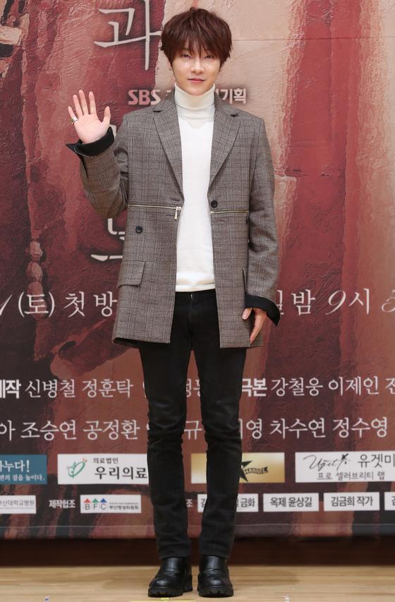 지난해 SBS 드라마 '운명과 분노' 제작발표회에 참석한 윤학. [중앙포토]