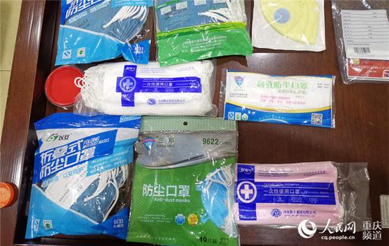 중국 당국은 지난 1월 이후 지금까지 가짜 마스크를 만들어 파는 작업장 만여 곳을 적발했다고 홍콩 명보는 전했다. 사진은 중국 당국에 적발된 가짜 마스크들. [중국 인민망 캡처]