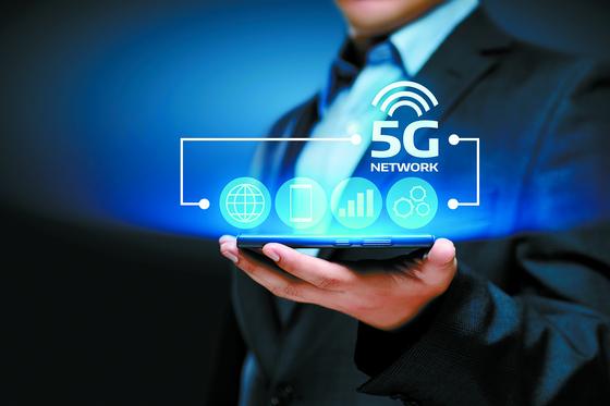5G 서비스 품질 개선을 위해 지하철, 공항 등 2000곳에 5G 실내 기지국을 확충하고 5G SA 모드를 연내 상용화한다. [중앙포토]