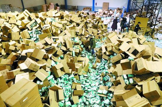 [사진] 스페인 의료용 마스크 200만장 도난
