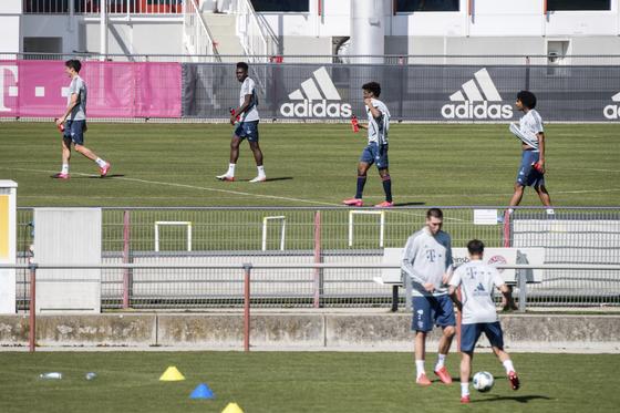 스페인과 독일 프로축구가 5월 중 리그를 재개한다는 계획이다. 사진은 훈련에 복귀한 바이에른 뮌헨 선수단. [AP=연합뉴스]