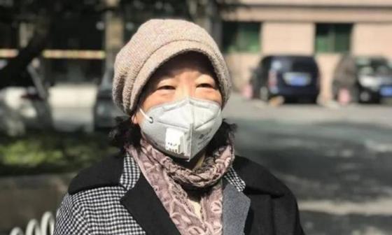 작가 팡팡은 우한이 봉쇄된 직후인 1월 25일부터 3월 25일까지 매일 일기 형식으로 60편의 글을 써 중국 관료의 무능을 질타하고 봉쇄된 도시에서의 삶을 이어가는 우한 시민의 아픔을 대변했다. [중국 텅쉰망 캡처]