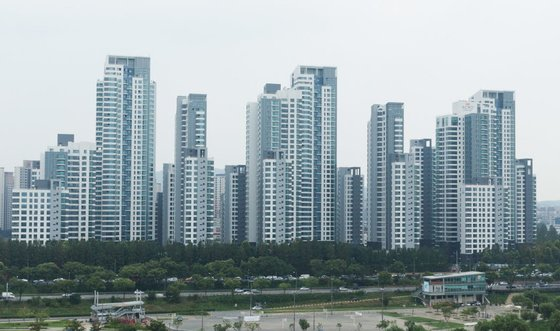 3.3㎡당 1억원대에 거래된던 서울 서초구 반포동 아크로리버파크도 급매물이 속출하고 있다. [중앙포토]