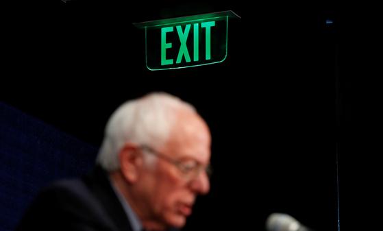 코로나에 꺾인 샌더스의 꿈···이젠 트럼프·바이든 전쟁이다