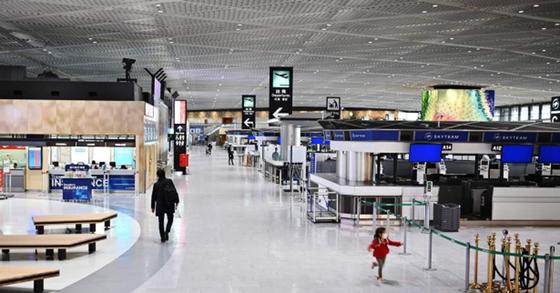 日 최대 나리타공항, 코로나19에 직격탄…활주로 일부 폐쇄