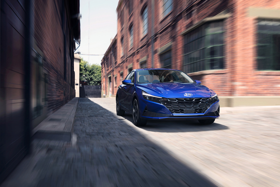 신형 아반떼는 지난달 18일 미국 할리우드에서 공개됐다. 사진 현대자동차