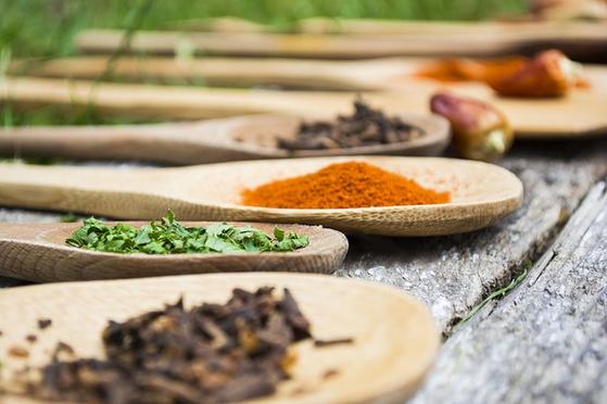 '음식'에 관해서라면 몇 시간이고 머리가 돌아간다. 식재료 그 자체와 여러 나라의 요리, 먹는 것을 생각하면 오감이 짜릿해지고 머릿속은 쉬지 않고 가동된다. [사진 pixabay]