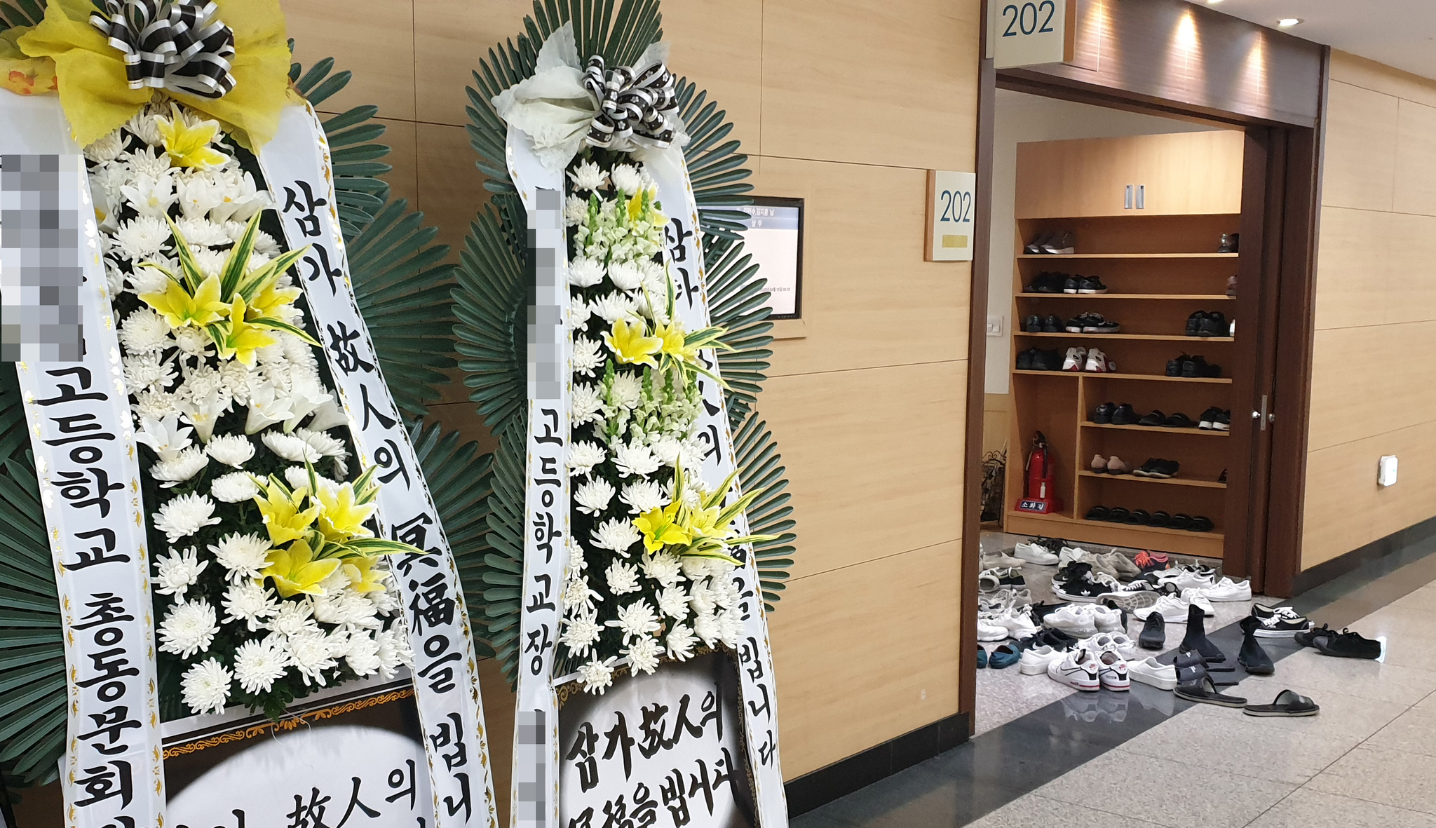 울산 동구 아파트 화재로 숨진 고등학생과 초등학생 형제의 장례식장 9일 오후 모습. 연합뉴스