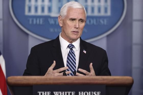 마이크 펜스 미국 부통령이 9일 브리핑에서