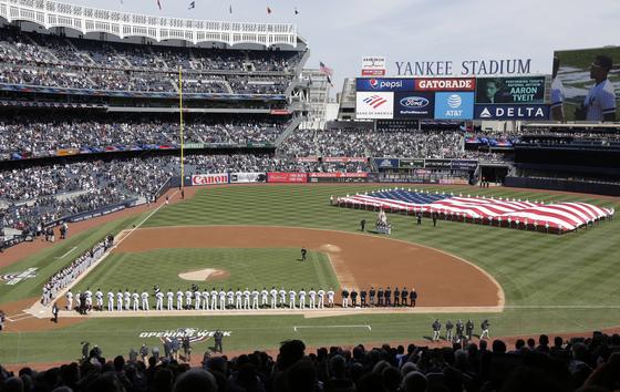 지난해 3월 29일 뉴욕의 양키스타디움에서 열린 양키스의 홈 개막전 세리머니. 양키스는 메이저리그에서 최고 가치를 평가받는 팀이다. [AP=연합뉴스]