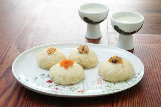 요리연구가 홍신애씨가 막걸리를 이용해 만든 술빵 완성 컷. 우상조 기자