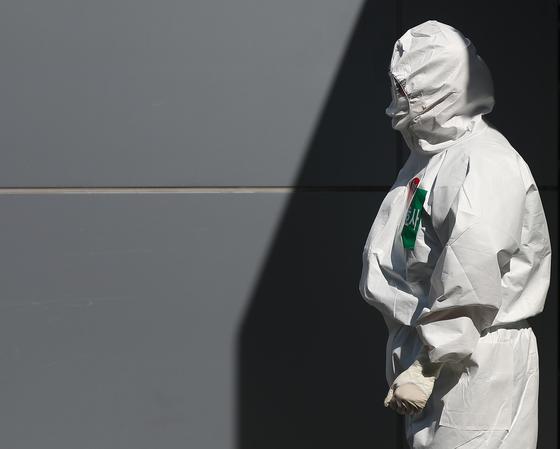 국제통화기금(IMF)이 올해 한국의 경제성장률을 -1.2%로 전망했다. 신종 코로나바이러스 감염증(코로나19)의 영향이다. 연합뉴스