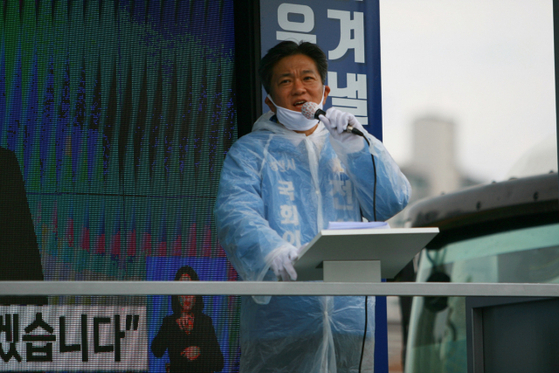 경북 경산에 출마한 전상헌 더불어민주당 후보가 선거 유세를 하고 있다. [사진 전상헌 후보 캠프]