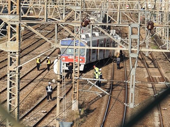 14일 신길역으로 들어오던 급행 전동열차가 탈선사고를 일으켰다. 남수현 기자