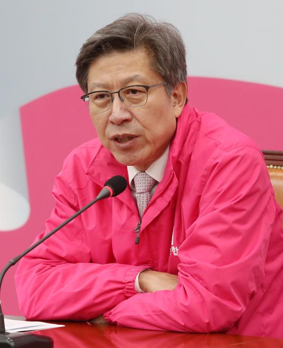 박형준 미래통합당 공동선거대책위원장이 13일 오전 서울 여의도 국회에서 열린 기자간담회에서 발언을 하고 있다. 뉴스1