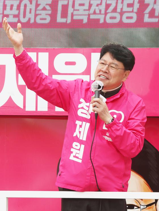 장제원 미래통합당 후보가 지난 12일 유권자들에게 지지를 호소하고 있다. 연합뉴스
