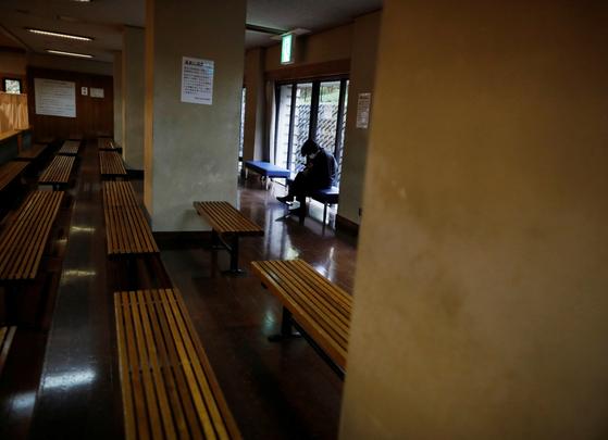 일본에서 신종 코로나바이러스 감염증(코로나19)이 확산하는 가운데 가정 불화도 늘고 있다. 재택근무가 늘어나면서 부부 사이에 갈등이 잦아져서다. 사진은 기사 내용과 무관. [로이터=연합뉴스]