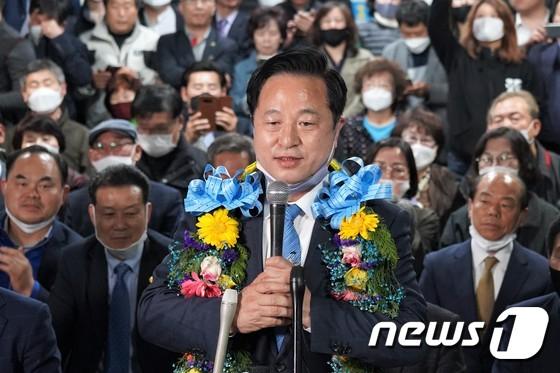 이번 총선에서 낙동강벨트 최대 격전지로 꼽히던 양산을에서 16일 초접전 끝에 김두관 민주당 후보가 당선됐다. [뉴스1]