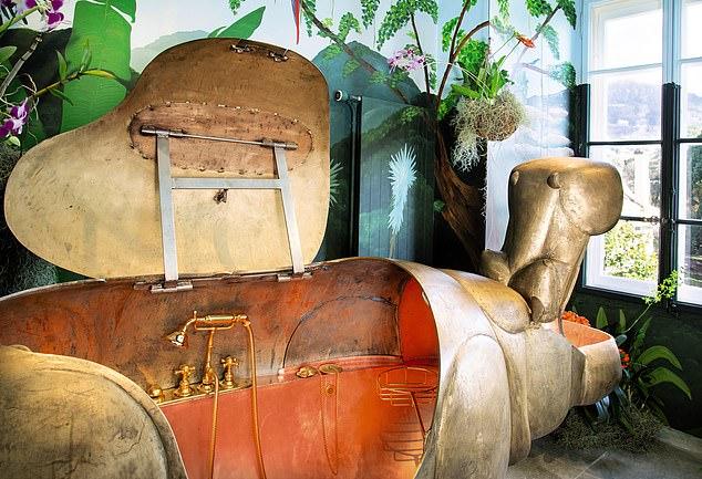 경매가 220만 파운드(약 33억원)가 예상되는 조각가 프랑수아 자비에 라란느의 작품인 하마 욕실 세트. 엄마 하마의 몸통인 욕조. [사진 데일리메일 캡처]