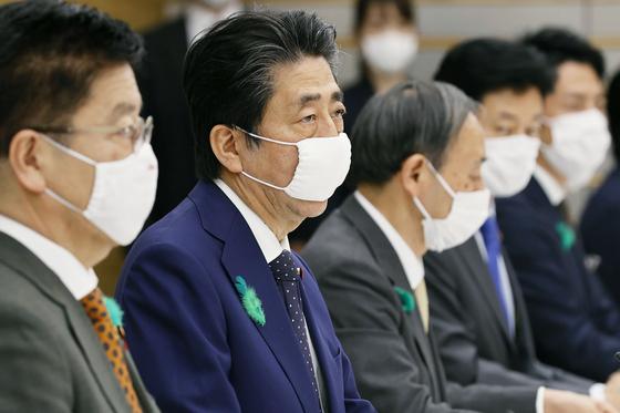 긴급사태 전국 확대 일본서 코로나19 확진자 1만명 돌파