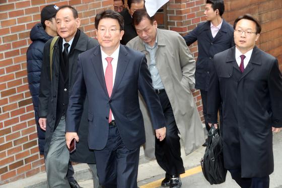 2018년 3월 14일 이명박 전 대통령의 서울 논현동 자택에서 나서고 있는 인사들. 왼쪽부터 김효재, 권성동, 김두우, 조해진.