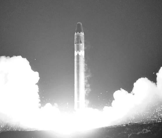 2017년 10월 발사된 사거리 1만㎞ 이상인 북한의 대륙간탄도미사일(ICBM) 화성-15. [연합뉴스]