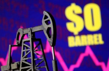 미국 서부 텍사스산 원유 5월 인도분 가격이 20일(현지시간) -37.63달러로 떨어졌다. 국제유가가 마이너스를 기록한 것은 사상 처음이다. [로이터=연합뉴스]
