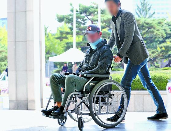 조국 전 법무부 장관의 동생 조모씨가 지난해 10월 21일 조사를 받기 위해 서울중앙지방검찰청에 출석하는 모습. [뉴스1]