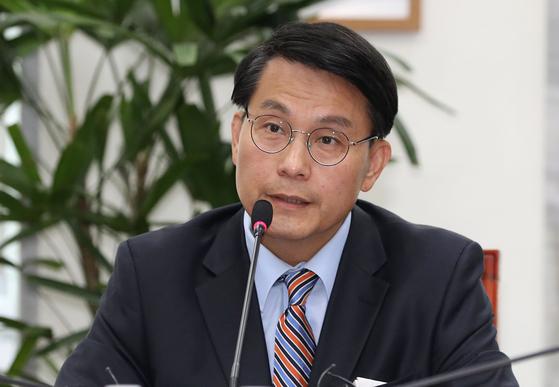 윤상현 국회 외교통일위원장이 22일 오전 서울 여의도 국회에서 열린 간담회에서 모두발언 하고 있다. 뉴스1