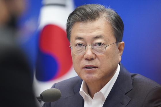 문재인 대통령이 22일 청와대 본관에서 열린 제5차 비상경제회의에서 발언 하고 있다. 청와대사진기자단